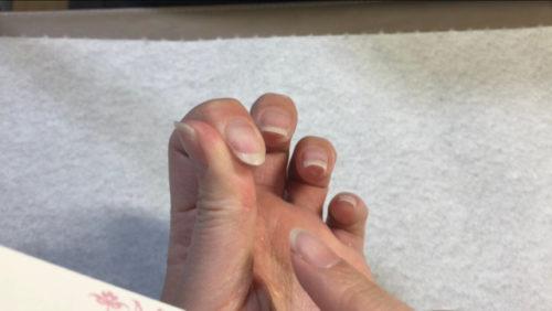 100均グッズで、ねずこの爪の形の作り方