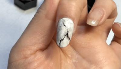 タイダイ模様と似たネイルアート「マーブルネイル」「大理石ネイル」との違い